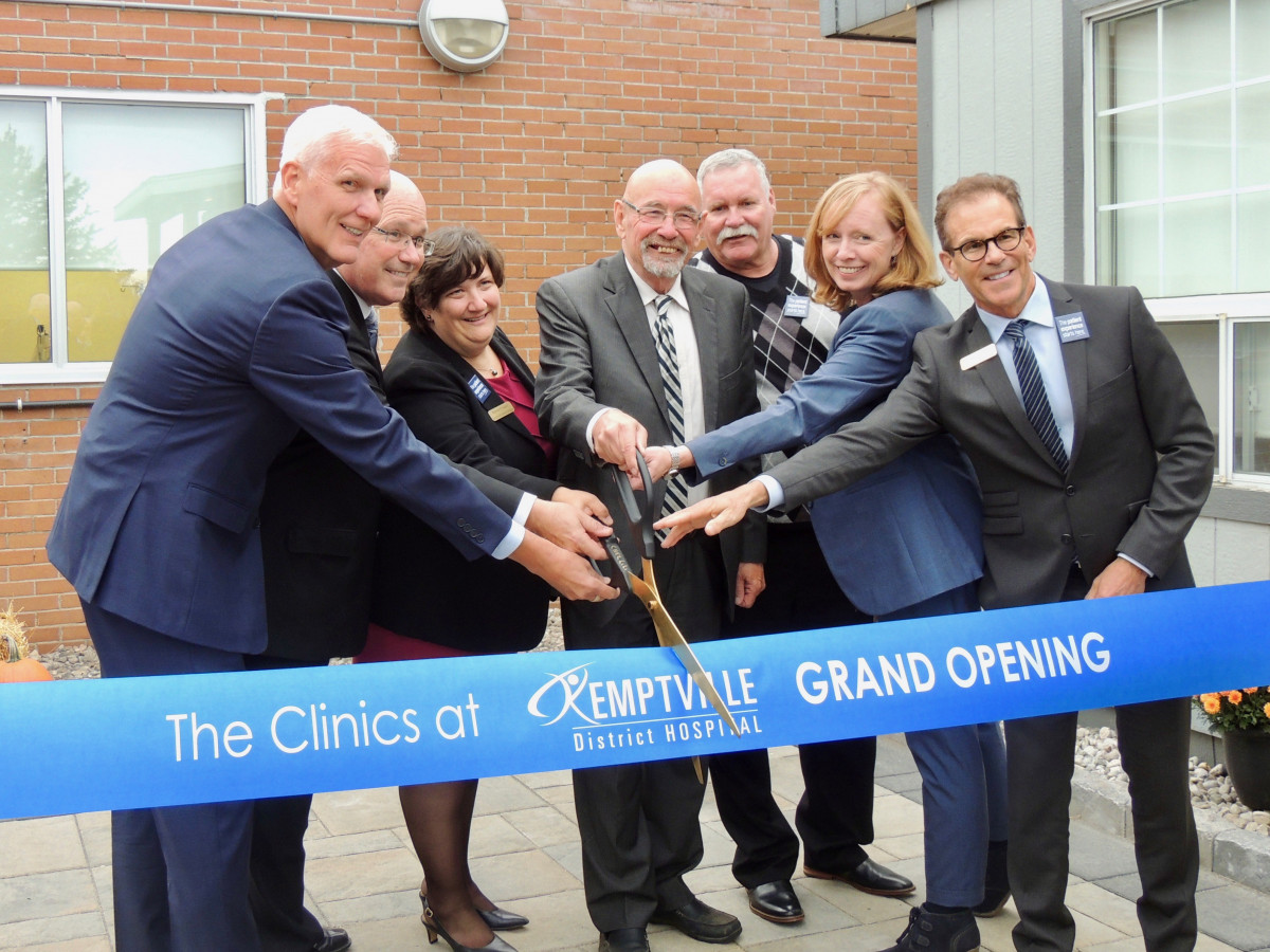 Official-clinic-ribbon-cutting